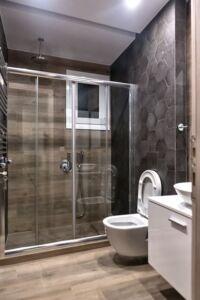 Ανανέωση μπάνιου σε μοντέρνες γραμμές